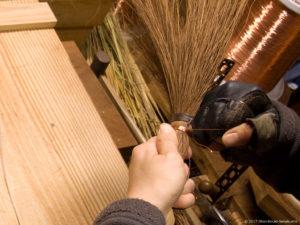 棕櫚箒の玉を作る