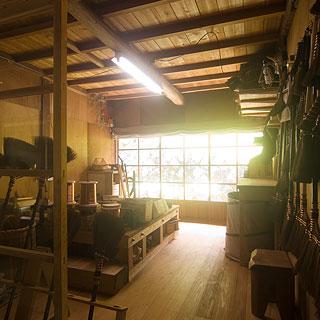 棕櫚箒製作舎工房画像