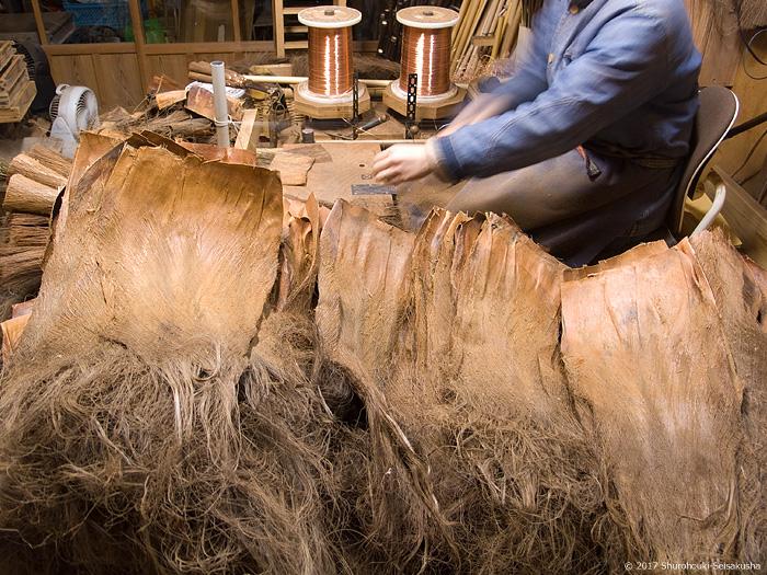 皮7玉長柄箒を作る-黒褐色麻糸巻