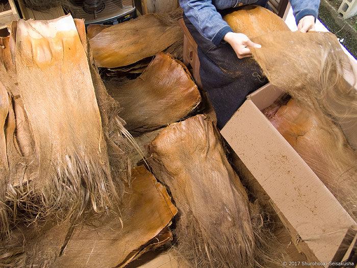 製作風景-棕櫚皮の選別