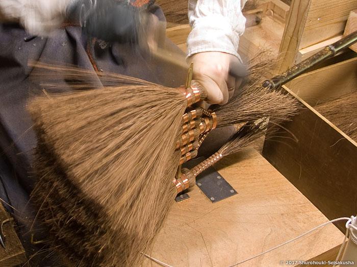 棕櫚箒-本鬼毛長柄箒を合わせる/皮長柄箒作り
