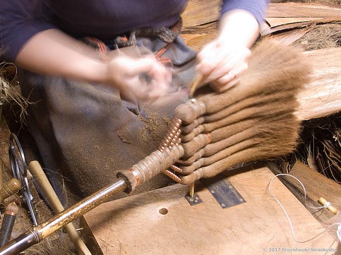 棕櫚箒-皮長柄箒の仕上げと棕櫚皮の選別