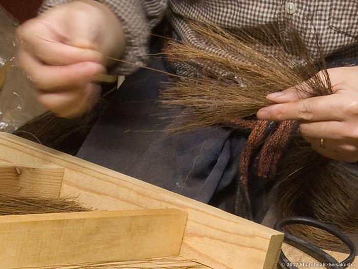 棕櫚箒-本鬼毛9玉長柄箒の玉作りと鬼毛の選別
