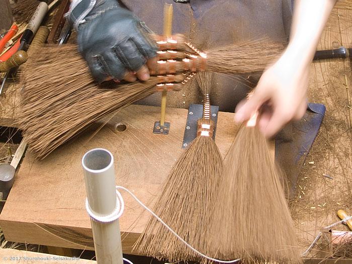棕櫚箒-本鬼毛9玉長柄箒を合わせる工程等