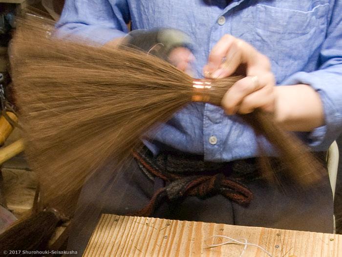棕櫚箒-本鬼毛7玉長柄箒の玉作りと鬼毛の選別