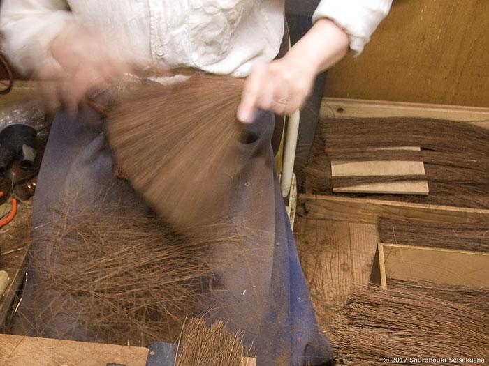 棕櫚箒-鬼毛(タイシ)7玉長柄箒作り
