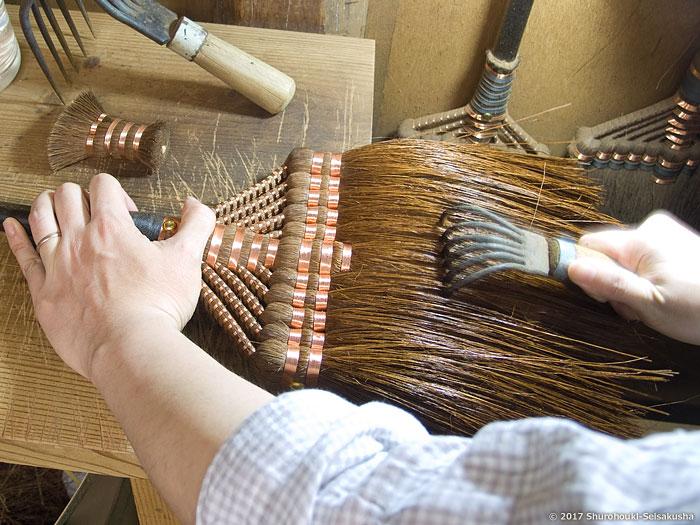 棕櫚箒-鬼毛(タイシ)長柄箒の仕上げ工程