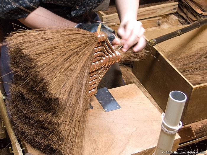 棕櫚箒-鬼毛(タイシ)11玉長柄箒作り