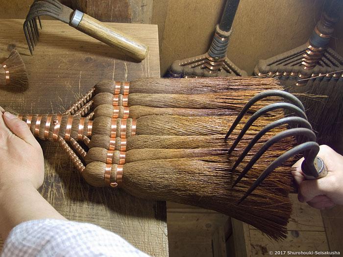 棕櫚箒-皮7玉長柄箒作り