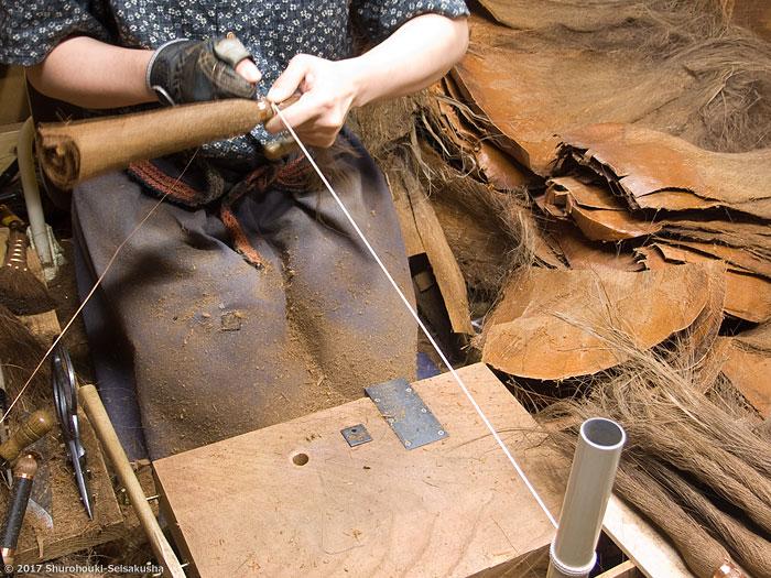 棕櫚箒-コウガイ削りと皮9玉長柄箒作り