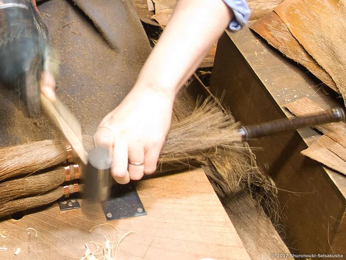 棕櫚箒-棕櫚荒神箒/小箒類の製作と鬼毛の選別