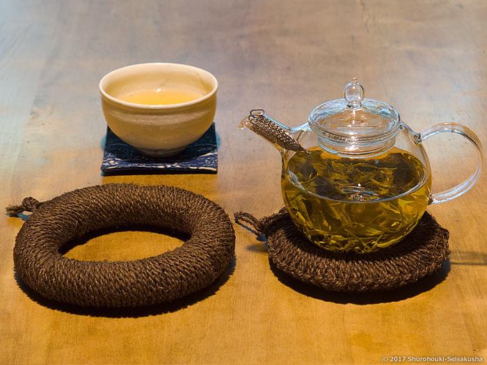 棕櫚箒-本鬼毛の選別/棕櫚の鍋敷き