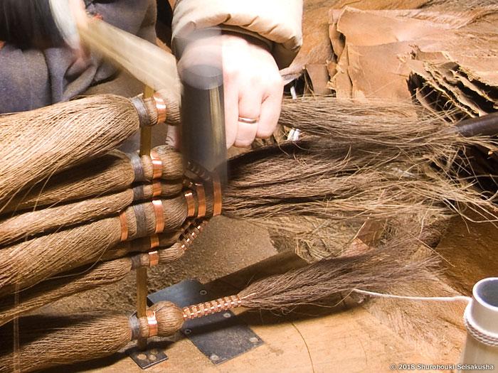棕櫚箒-棕櫚皮9玉長柄箒を合わせる