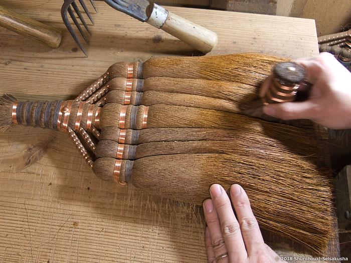 棕櫚箒-棕櫚皮7玉長柄箒作り