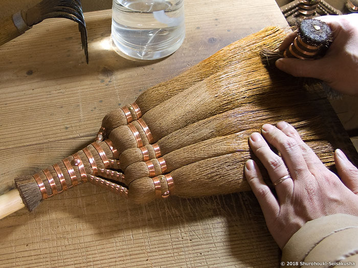 製作風景-【棕櫚箒】皮手箒