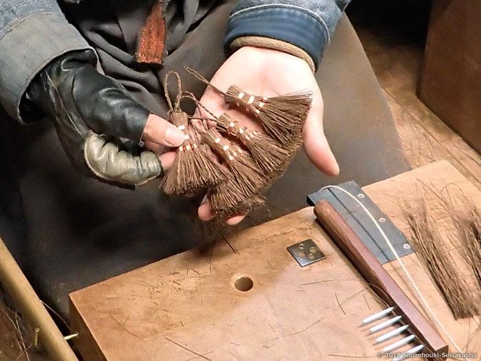 棕櫚箒-棕櫚皮5玉手箒と鬼毛ミニ箒作り