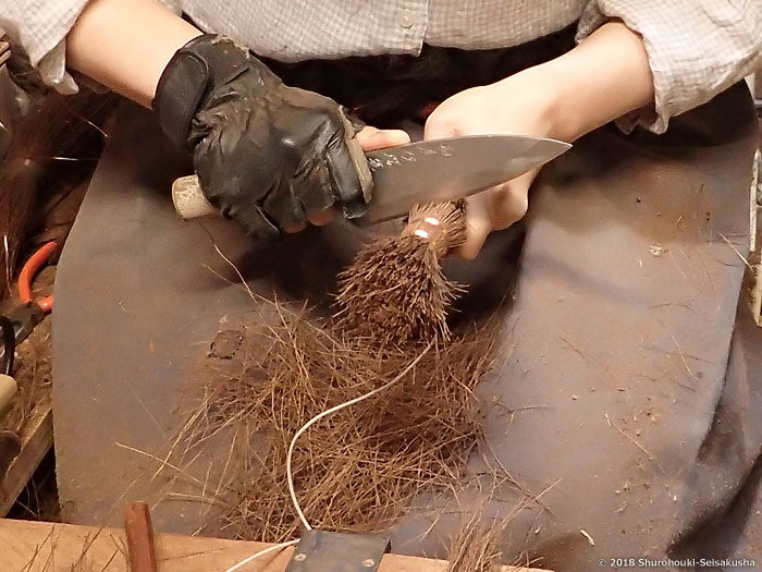 製作風景-【棕櫚箒】ポット洗い