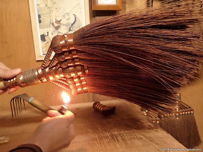棕櫚箒-本鬼毛7玉長柄箒の仕上げ工程