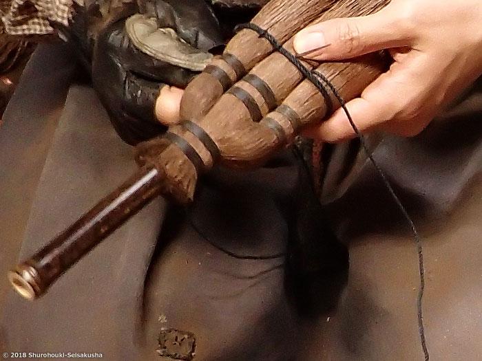 棕櫚箒-糸綴じ仕上げの皮荒神箒3玉/黒竹柄