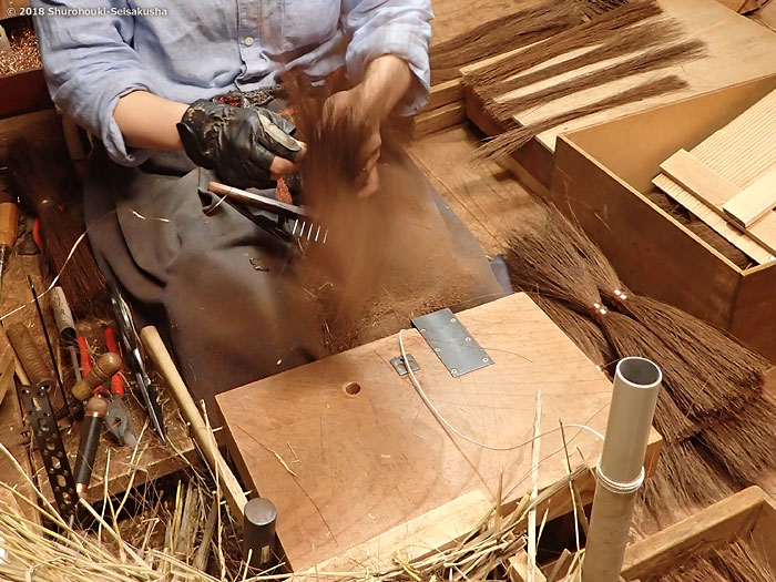 棕櫚箒-鬼毛箒=タイシ箒の玉作り