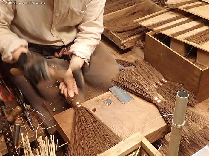 棕櫚箒-本鬼毛箒の玉作りと原料選別