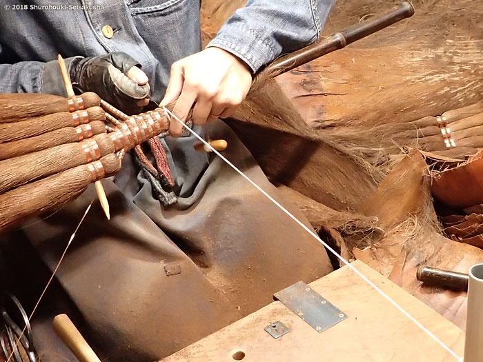 棕櫚箒-皮5玉手箒作りとコウガイ削り