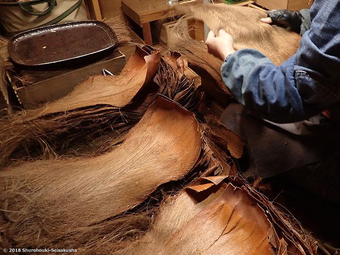 棕櫚箒-棕櫚皮の選別