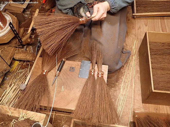棕櫚箒-鬼毛箒=タイシ箒の玉作りと本鬼毛選別