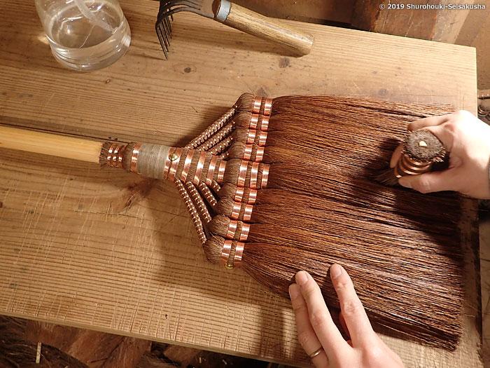 棕櫚箒-鬼毛箒=タイシ箒の仕上げ工程