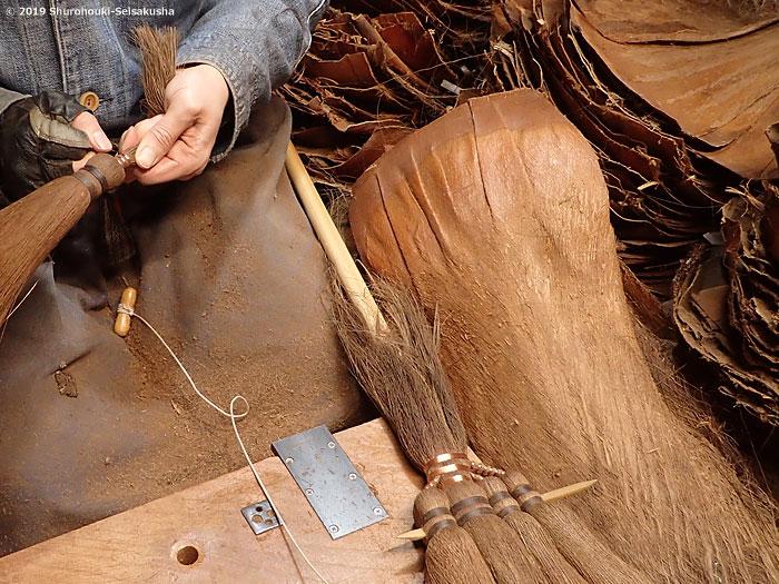 棕櫚箒-皮5玉手箒作り