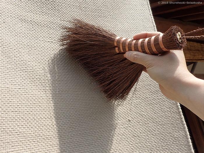 棕櫚箒-本鬼毛荒神箒5玉トサカ型共柄を使う