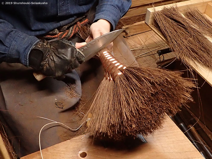 棕櫚箒-本鬼毛5玉小手箒[階段箒]作り
