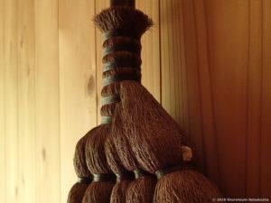 仕様変更(追加):棕櫚皮5玉手箒・上/黒褐色麻糸巻