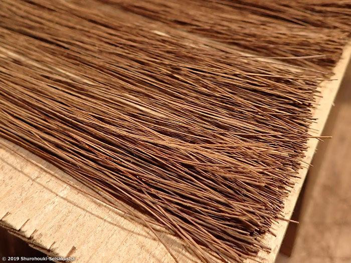 繊維1本ずつ手選別した本鬼毛箒の原料「本鬼毛・タチケ」