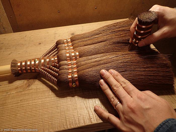 棕櫚箒-棕櫚皮長柄箒の仕上げ