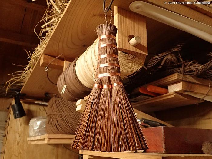棕櫚箒-本鬼毛荒神箒3玉共柄と棕櫚毛塗り