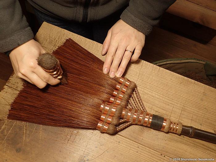 棕櫚箒-本鬼毛7玉手箒の仕上げ工程