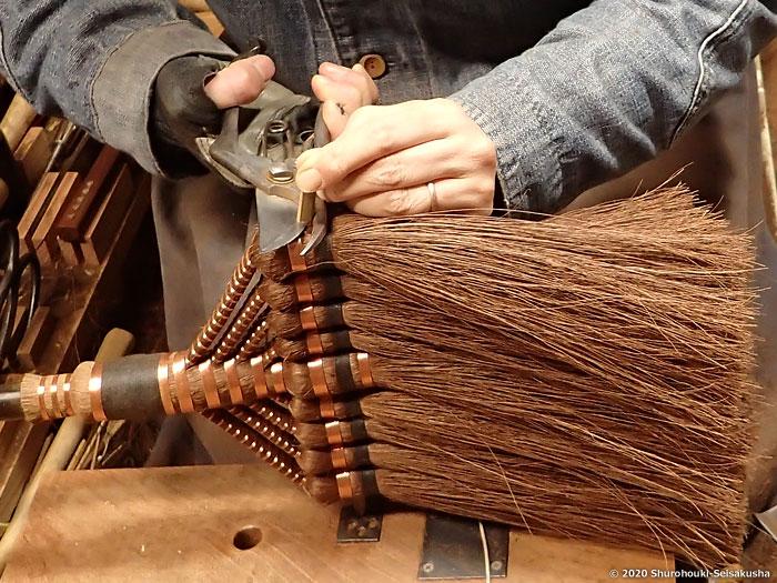 棕櫚箒-鬼毛箒=タイシ箒を合わせる工程