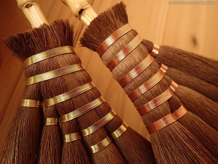 製作風景-【棕櫚箒】左:真鍮線巻、右:銅線巻