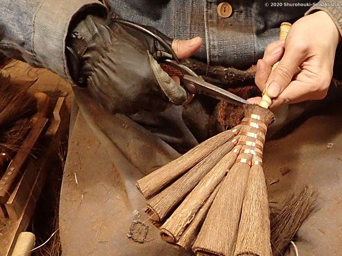 製作風景-【棕櫚箒】皮荒神箒5玉布袋竹柄