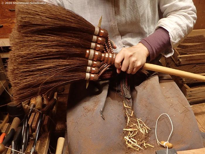 棕櫚箒-本鬼毛7玉長柄箒の製作