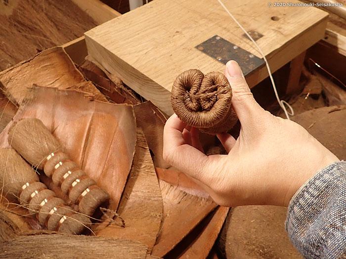 製作風景-【棕櫚箒】茶釜洗い/吊紐型