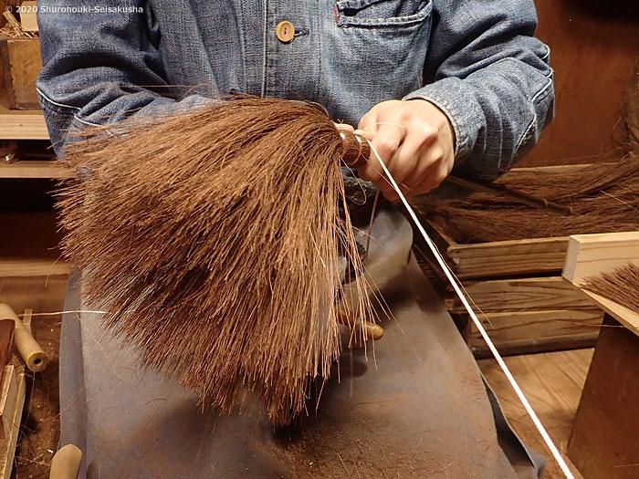 棕櫚箒-棕櫚のはたき作り