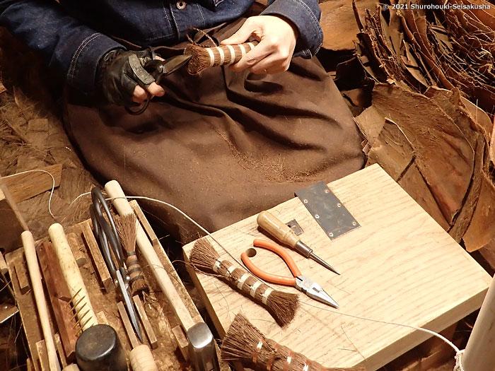 棕櫚箒-銅線巻と麻糸巻の棒束子と棕櫚ポット洗いブラシ作り