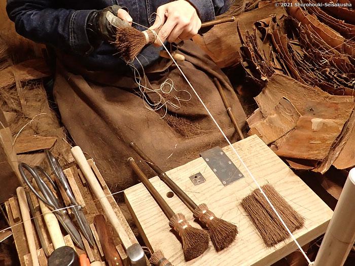 製作風景-【棕櫚箒】麻糸巻のポット洗い作り